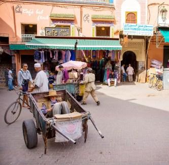 marrakech-man-sleeping-in-cart