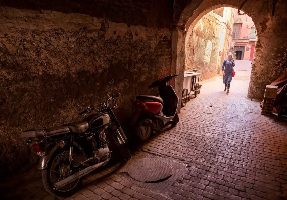marrakech-tunnel-motorcycles-and-girl
