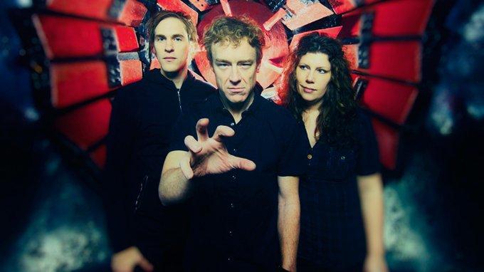 """Low. מימין: מימי פרקר, אלן ספרהוק וסטיב גארינגטון. צילום: יח""""צ"""