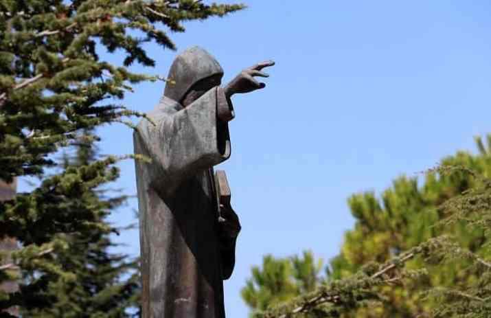 صلاة القديس شربل شفيع لبنان والعالم من أجل الشبيبة - زياح مار شربل وطلبة السجود للقربان