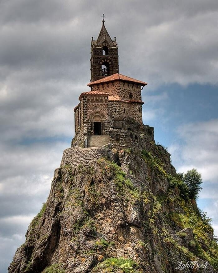 43 Most Beautiful and Unusual Churches