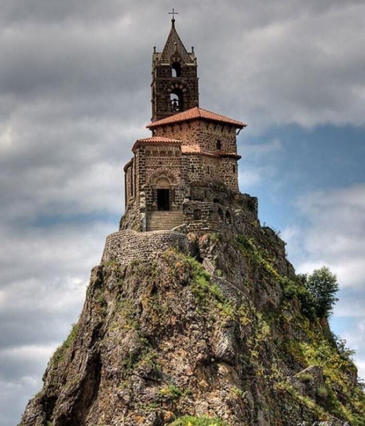 مجموعة صور من أجمل الكنائس العالمية الغير عادية المميزة بالشكل الهندسي الرائع