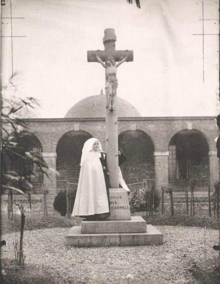 صور حقيقية للقديسة تريزا الطفل يسوع التقطت بعدسة أختها سيلينا-