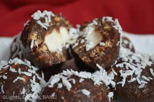 No Bake Mallow Balls. Easy, child friendly dessert recipe. Perfect for parties or a little sweet pick me up. #marshmallows #Dessert #nobake #Recipe