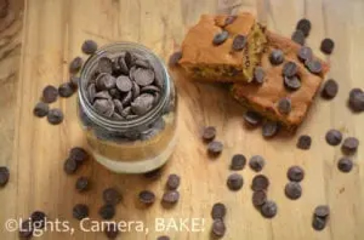 Mason Jar Chocolate Chip Blondie Mix . Perfect gift for any occasion! So cute with enough chocolate chips to satisfy that chocolate craving. Click the photo to purchase or browse different flavours. #masonjar #blondiemix #gift