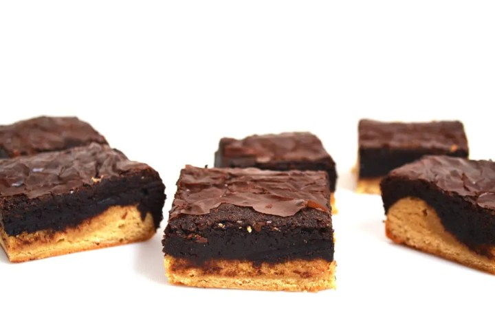 Brondies. My new food invention is Brondies... Brownies crossed with a blondie. Both are fudgy and ooey gooey and the brownie is rich with chocolate while the blondie is vanilla. Such a delicious combo and its new on Lights, Camera, BAKE! #brondies #brondiesrecipe #brookies