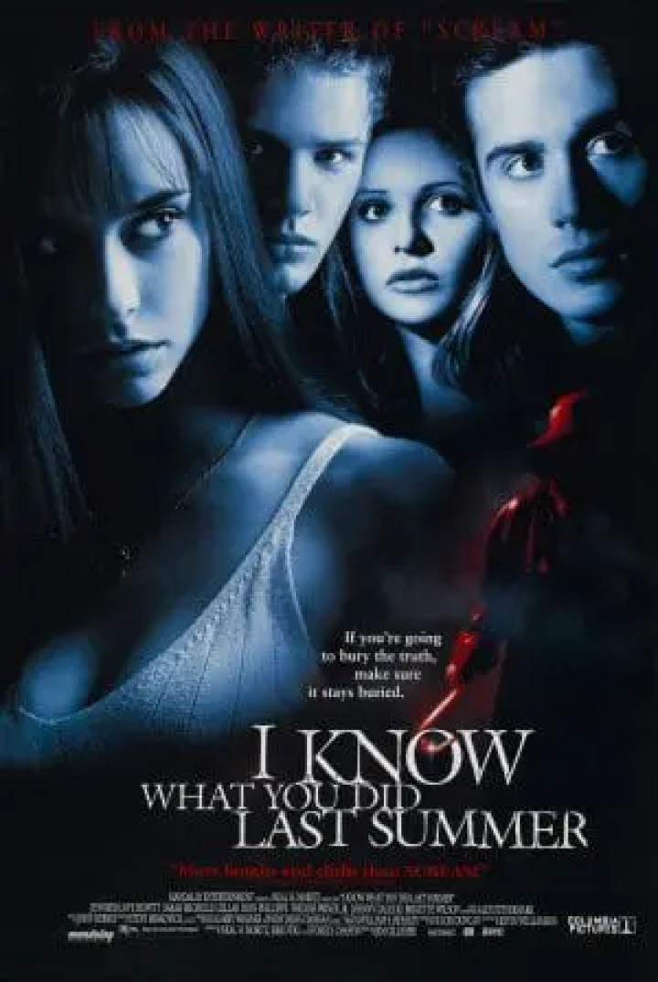 I Know What You Did Last Summer movie still. Film talk/movie review on Lights Camera BAKE! blog. #horrormovie #iknowwhatyoudidlastsummer #moviereview