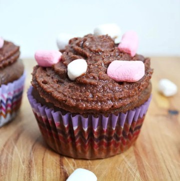 Hot Chocolate Cupcakes are a hot chocolate flavoured cupcake with a marshmallow filling and topped with a hot chocolate buttercream and finished off with a sprinkle of mini marshmallows.