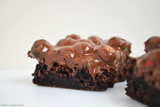 Flourless Peanut Butter Crunch Brownies are a gluten free, flourless fudge brownie topped with peanut M&Ms and a chocolate and peanut butter ganache. #flourlessbrownies #peanutbutterbrownies #peanutbuttercrunchbrownies #peanutbutterchocolate #glutenfreebrownies #fuddgybrownies