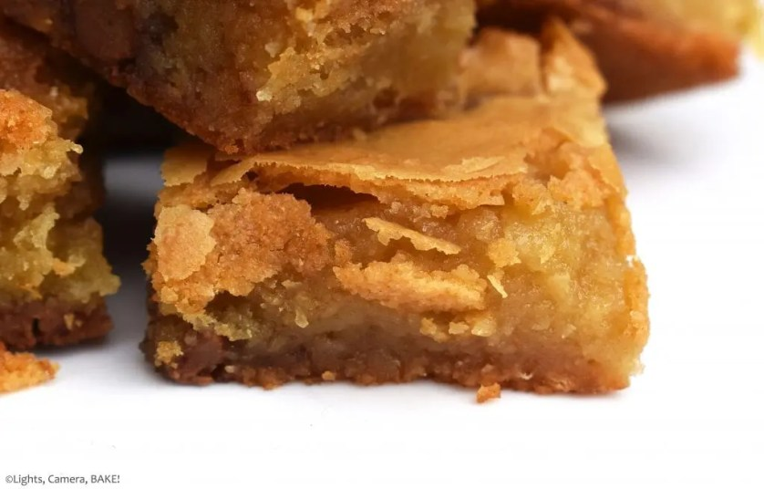 Salted Caramel Macadamia Blondies are gooey and sweet white chocolate blondies packed full of macadamia and a layer of homemade salted caramel running through the middle. #saltedcaramel #whitechocolateblondies #macadamiablondies #saltedcaramelmacadamiablondies #whitechocolatebrownies #saltedcaramelwhitechocolateblondies