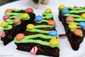 Christmas Tree Brownies are rich and fudgy chocolate brownies decorated like Christmas trees for a fun Christmas treat. #christmas #christmasbaking #christmastreebrownies #christmasbrownies #fudgybrownies