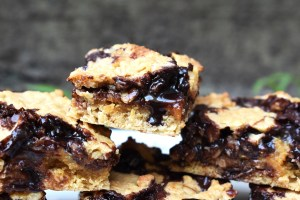 Chocolate Fudge Caramel Oat Bars are a chewy oat slice filled with buttery caramel and a simple chocolate fudge for the ultimate sweet and gooey comfort treat! #chocolatefudge #carameloatbars #oatbars #chocolatefudgebars #caramelslice #chocolatefudgeoatbars