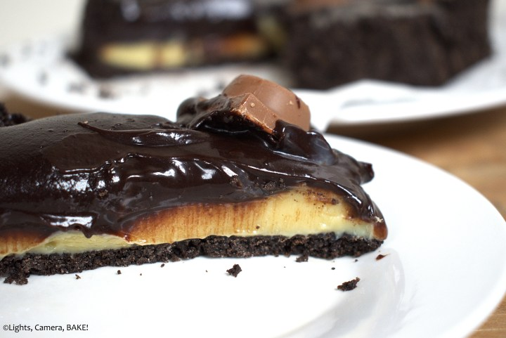 Chocolate Caramel Tart is a no bake tart with an Oreo base with a buttery, creamy caramel filling and a thick chocolate ganache top. #carameltart #chocolatetart #chocolatecarameltart #rolotart
