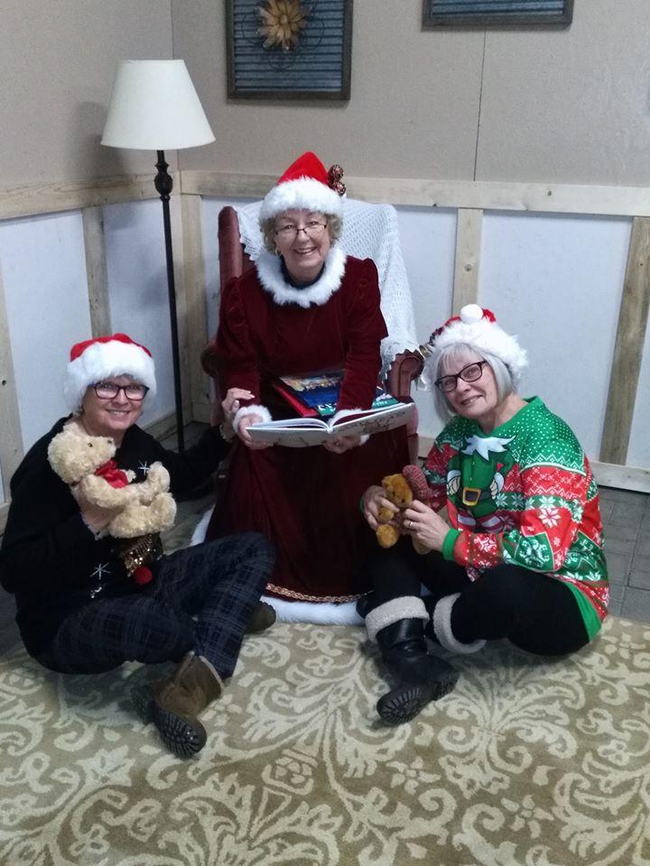 Mrs Claus & elves