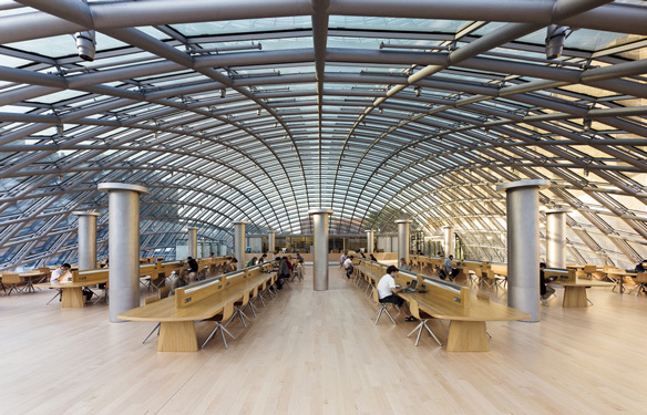 Joe and Rika Mansueto Library, Chicago, US - Architecte : Murphy-Jahn - Conception lumière : L-Plan, Michael F. Rohde © Rainer Viertlböck