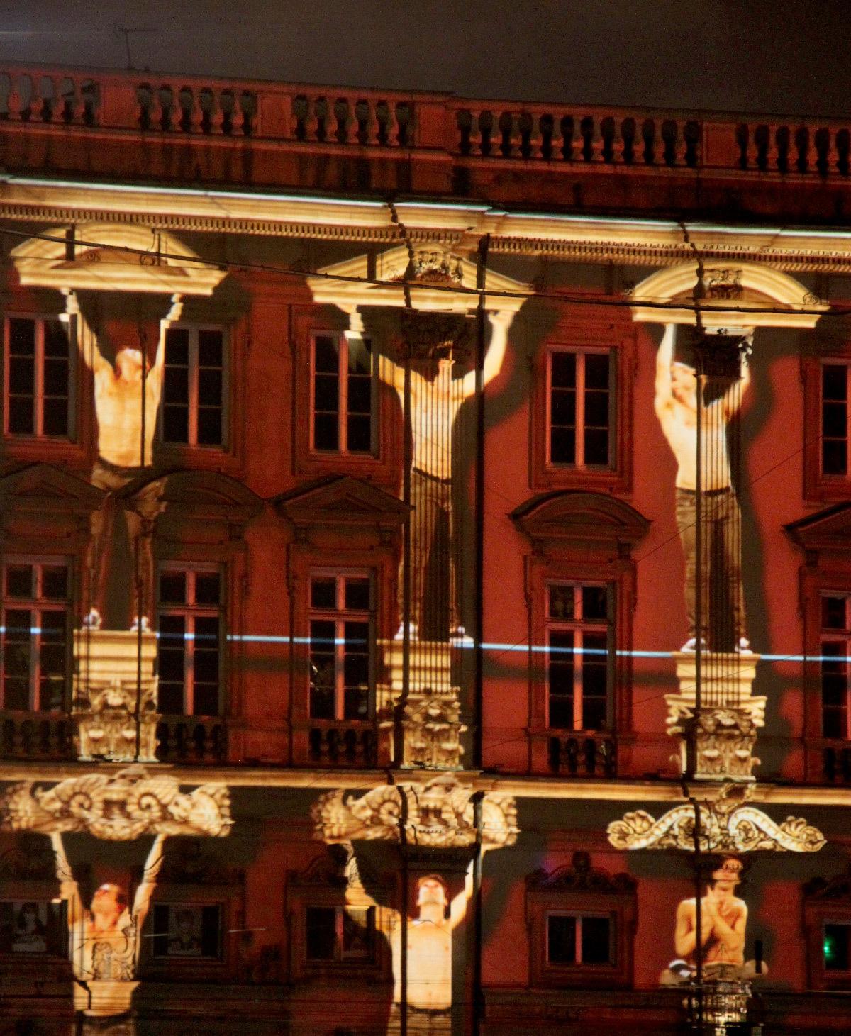 Highlights, place des Terreaux, Lyon - Scénographes Hélène Richard et Jean-Michel Quesne - Fête des lumieres 2012 © Vincent Laganier