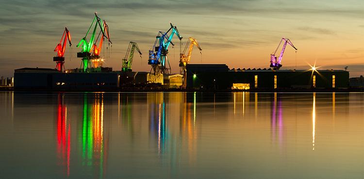 Lighting Giants, scénographie lumière de 8 grues, Pula, Croatie