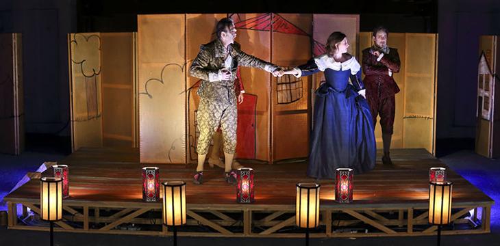 L'Ecole des Femmes, de Molière, Mise en scène : Christian Schiaretti Créateur lumière : Julia Grand Photo : Michel Cavalca