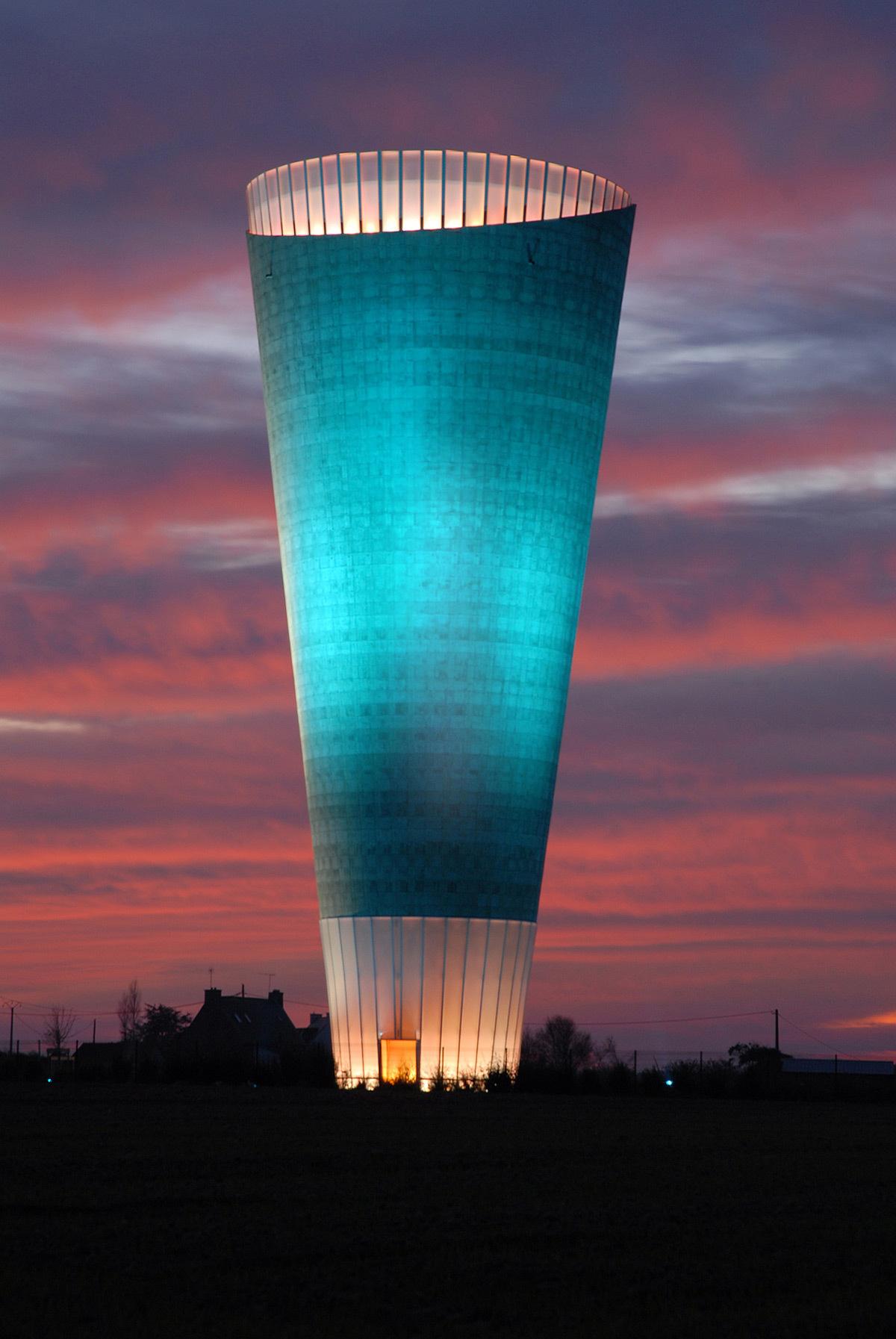 Château d'eau, Ploubazlanec, France - Architecte Thierry van de Wyngaert - Concepteur lumière et photo 8'18''