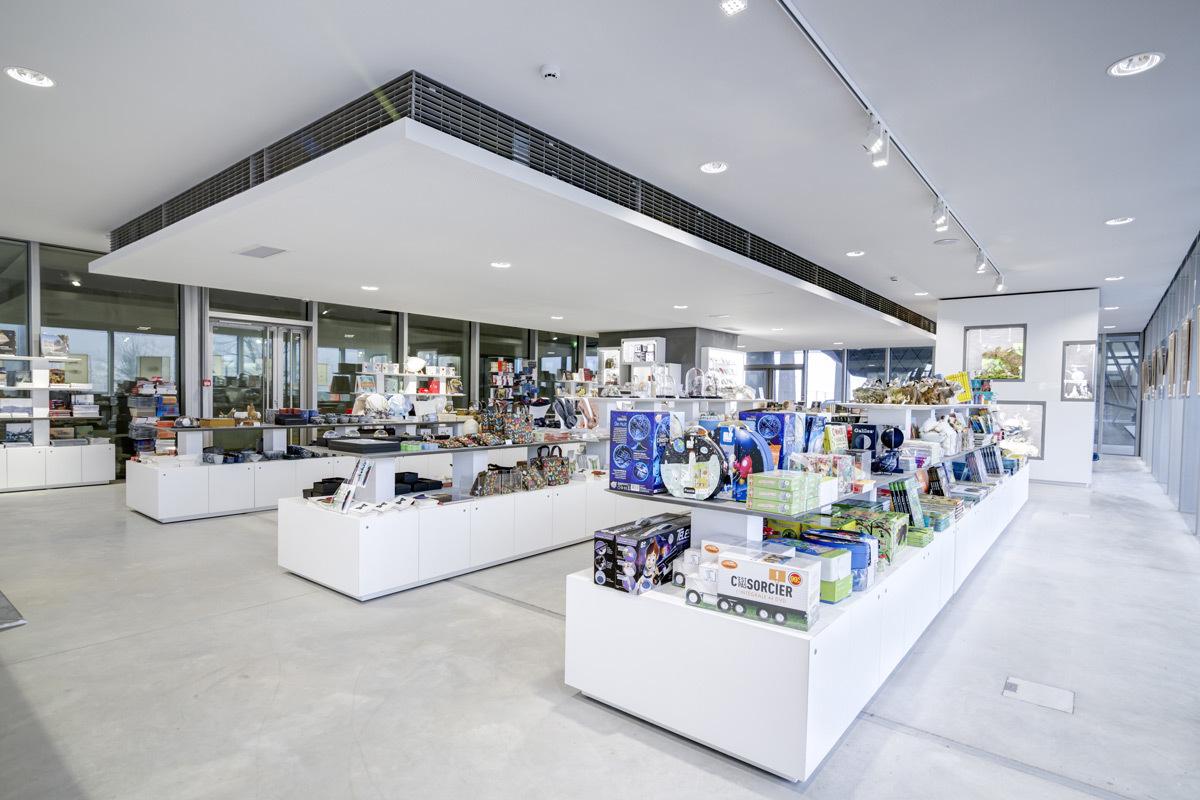 Boutique Réunion des musées nationaux, Musée des Confluences, Lyon - Architecte et photo Julien Kolmont de Rogier