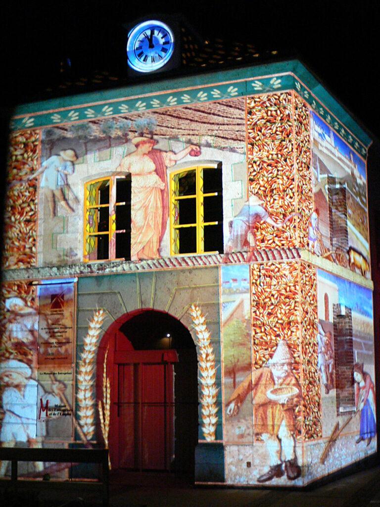 Maison du grenier à sel - Chartres en Lumières 2010 - Scénographe : Xavier de Richemont - Photo : Vincent Laganier