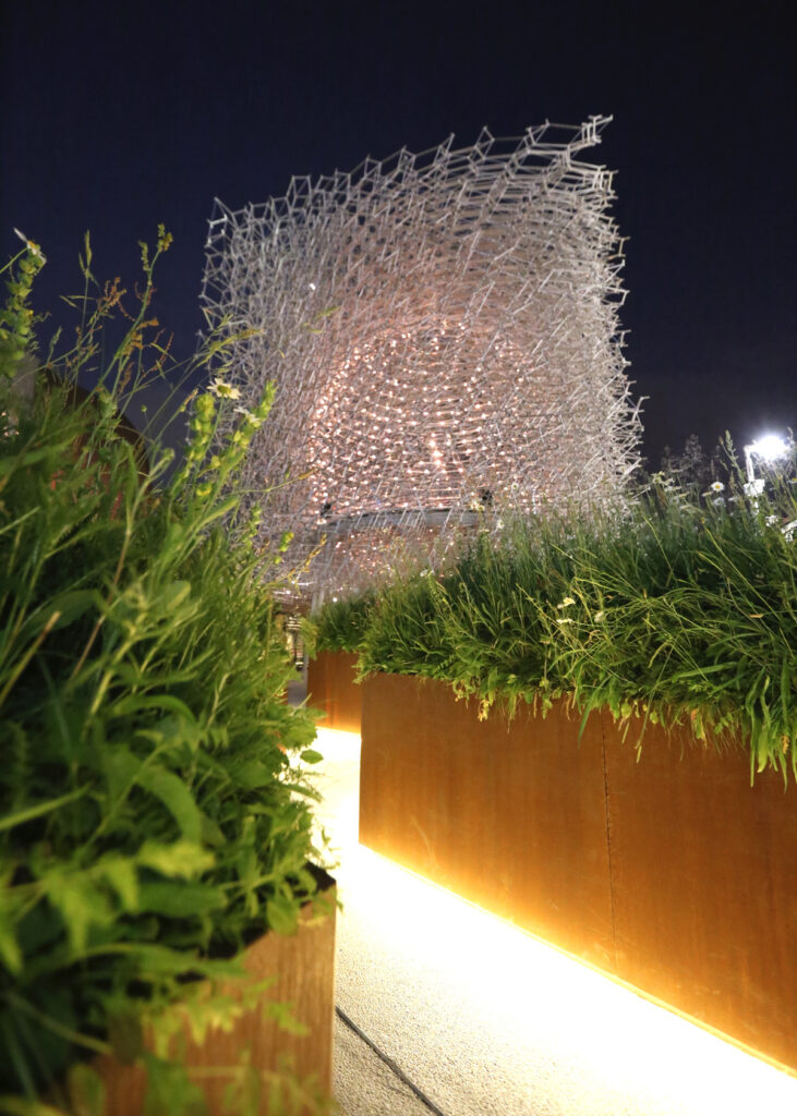 Expo 2015, UK Pavilion, Milan, Italy - The Meadow Expo 2015, UK Pavillon, Milan, Italy - Architects BDP - Artist Wolfgang Buttress - Photo Jean-Yves Soetinck