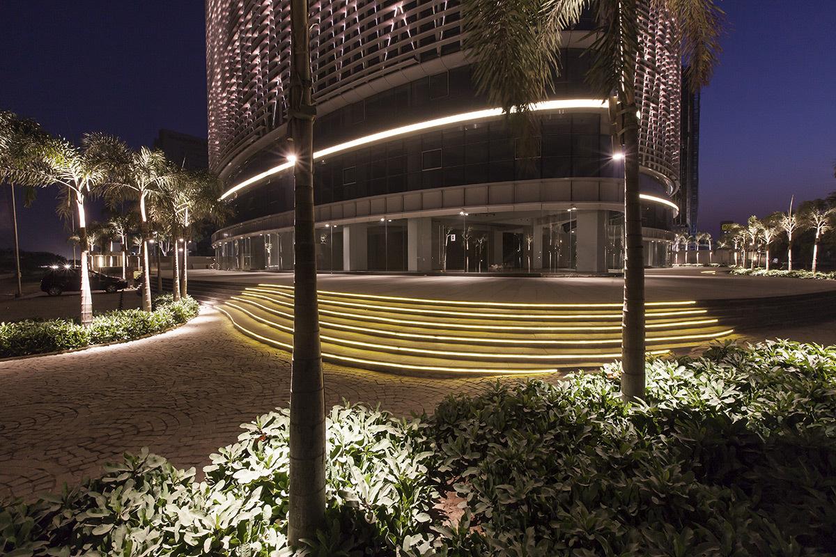 Mondeal square, Ahmedabad, Inde - Carrefour sur l'avenue - Architectes Blocher Blocher Partners - Conception lumière Atelier dada