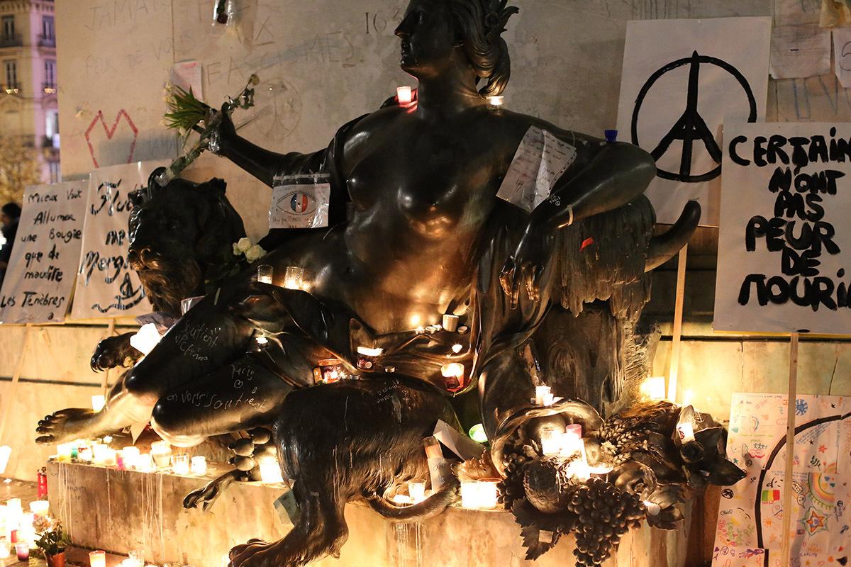 8 Décembre 2015 - Place Bellecour - Hommage - Photo : Jean-Yves Soetinck
