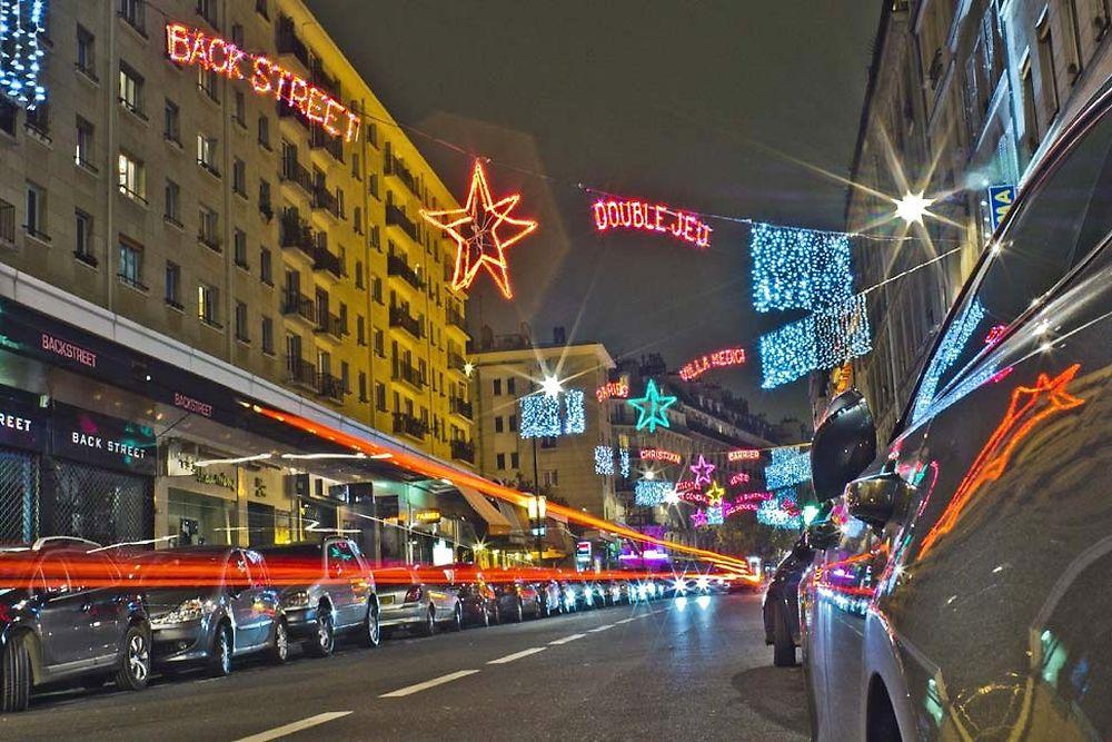 Rue Saint-Placide - Illuminations de Noël 2015 et publicité lumineuse