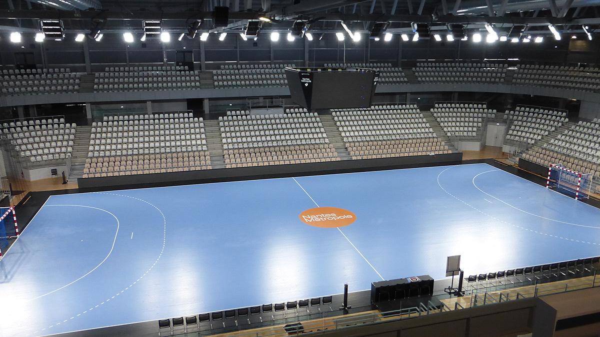 Vue depuis la régie en éclairage LED - Salle sportive métropolitaine de Nantes Métropole, Rezé, France - Architectes Chaix & Morel et Associés - Photo Vincent Laganier
