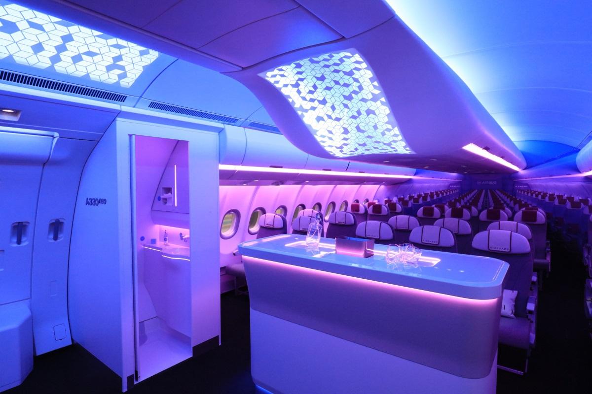 Cabine d'avion Airspace de l'A330neo éclairée en LED