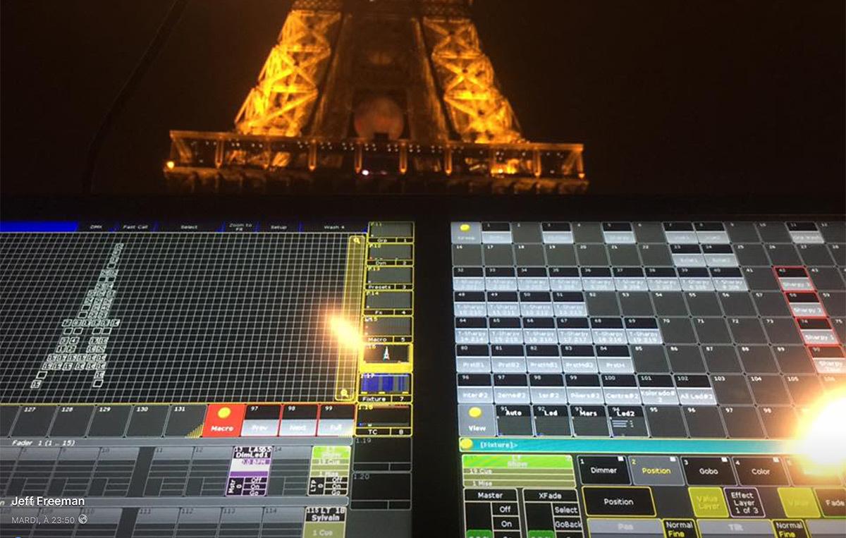 Pupitres de commande devant la Tour Eiffel, Euro 2016, juin-juillet 2016 © Jeff Freeman, Facebook, Magnum