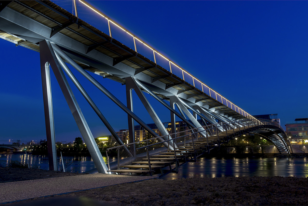 Passerelle de la Paix, Grand Lyon, France - Dietmar Feichtinger Architectes, Schlaich Bergermann Partner - Photo : Xavier Chabert - LEC