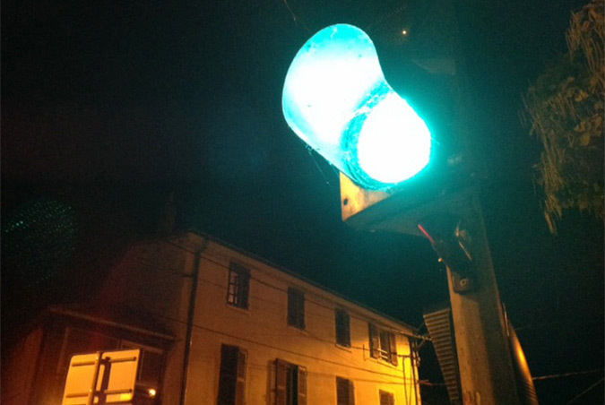 """L'ancêtre du Li-Fi : cette source lumineuse de feu tricolore annonce """"OK, vous pouvez y aller"""", débit 2bit/minute - Photo : Vincent Laganier"""