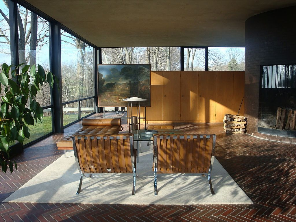 Glass House, intérieur côté salon, New Canaan, Connecticut, Etats-Unis - Architecte : Philip Johnson - Photo : Edelteil - Wikipedia
