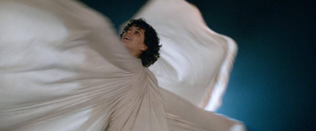 La Danseuse, 2016 - Réalisatrice : Stéphanie de Giusto - Loie Fuller, la danseuse : Soko - Direction de la photographie : Benoit Debie - Image du film