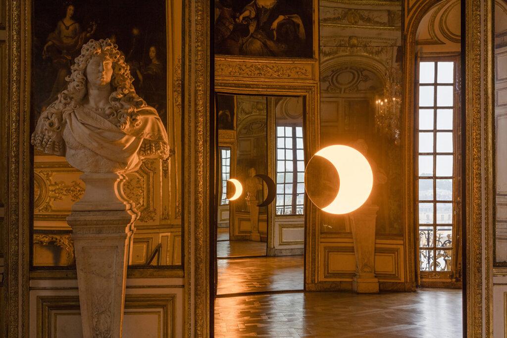 Olafur Eliasson, Deep mirror yellow, Deep mirror black, 2016 - Château de Versailles, France - Photo : Anders Sune Berg