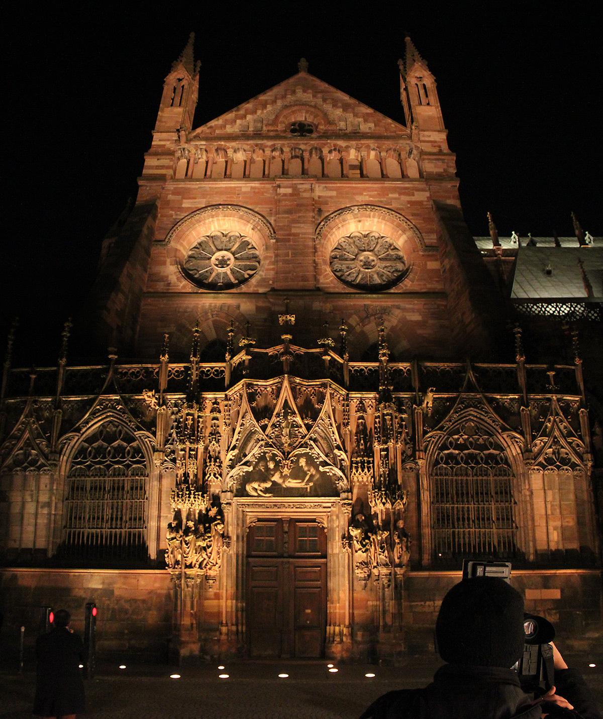Portail Saint-Laurent au Nord - Cathédrale Notre-Dame, Strasbourg, France - mise en lumière pérenne - Conception lumière : L'Acte Lumière © Vincent Laganier