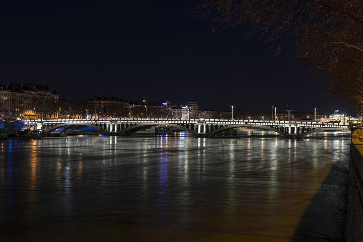 Pont Wilson, Lyon, France - Concepteur lumière : LEA - Prix ACE 2016 © Michel Djaoui