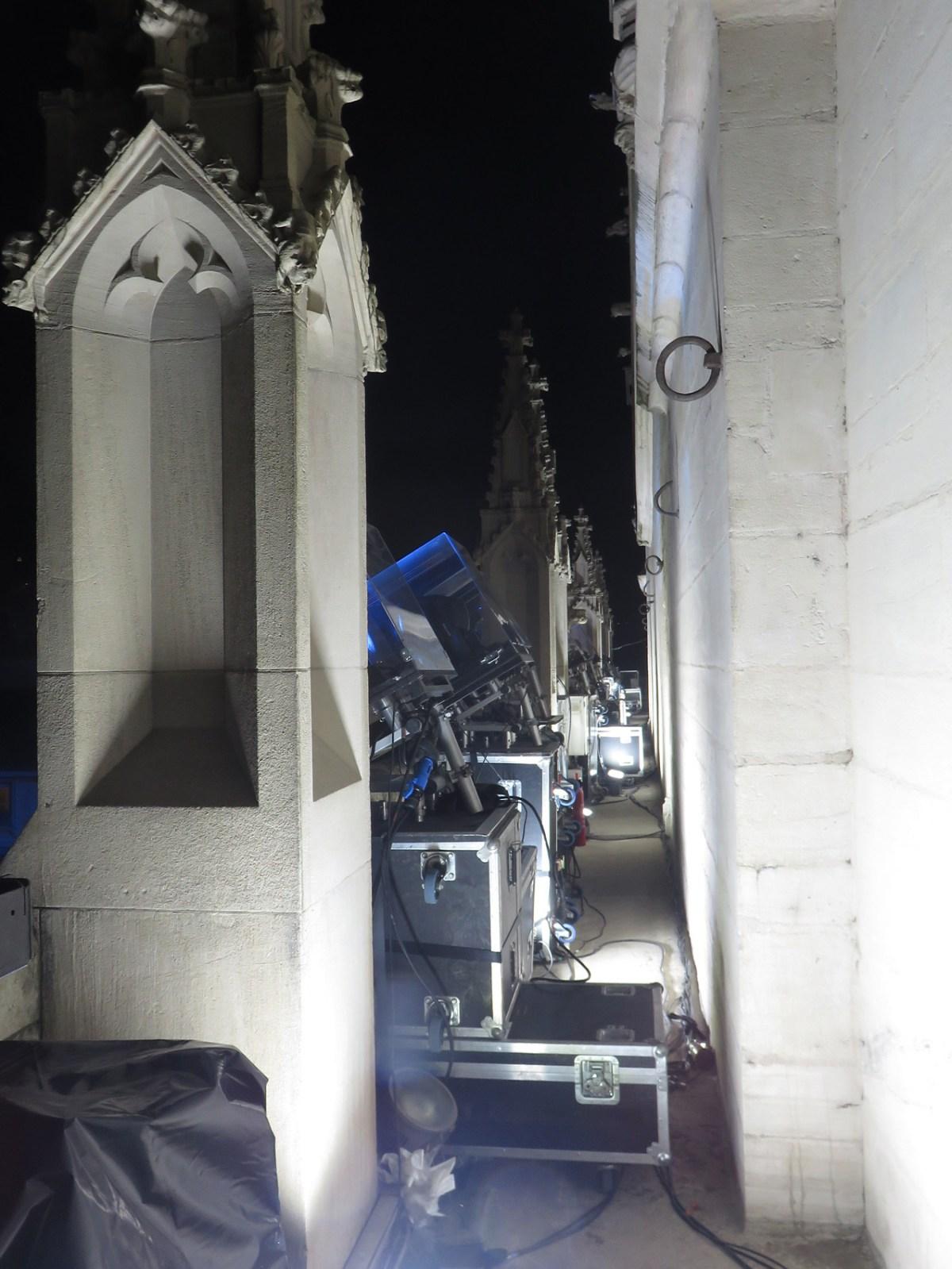 Implantation lumière au balcon, de nuit - Évolutions, cathédrale Saint-Jean - Fête des lumières 2016, Lyon, France