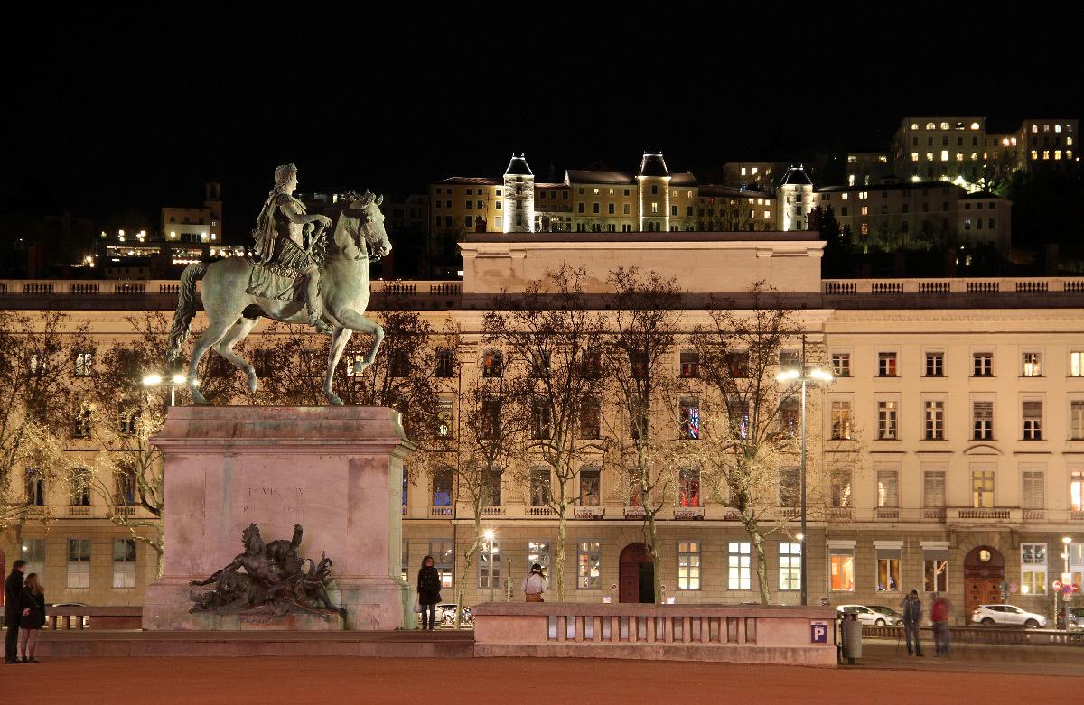 Pilotage en éclairage - Place Bellecour et façade de l'Antiquaille, Lyon, France