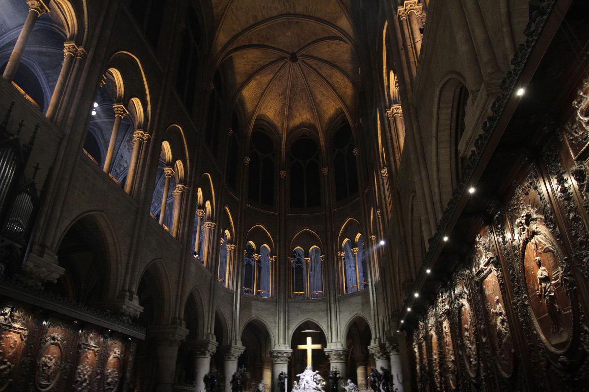 Cathédrale Notre-Dame de Paris, France - chœur, intérieur - Conception lumière : Armand Zadikian