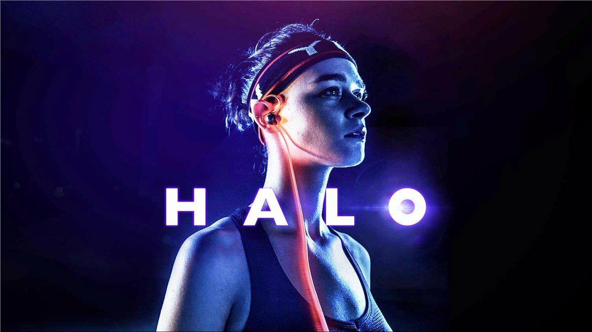 Halo, câbles d'écouteurs lumineux sur une jeune femme pour la musique © Meizu