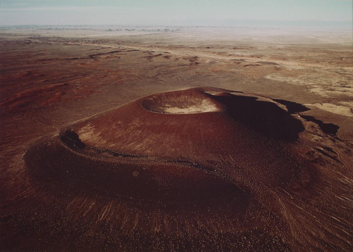 Vue aérienne du Roden Crater, 1982, photographie