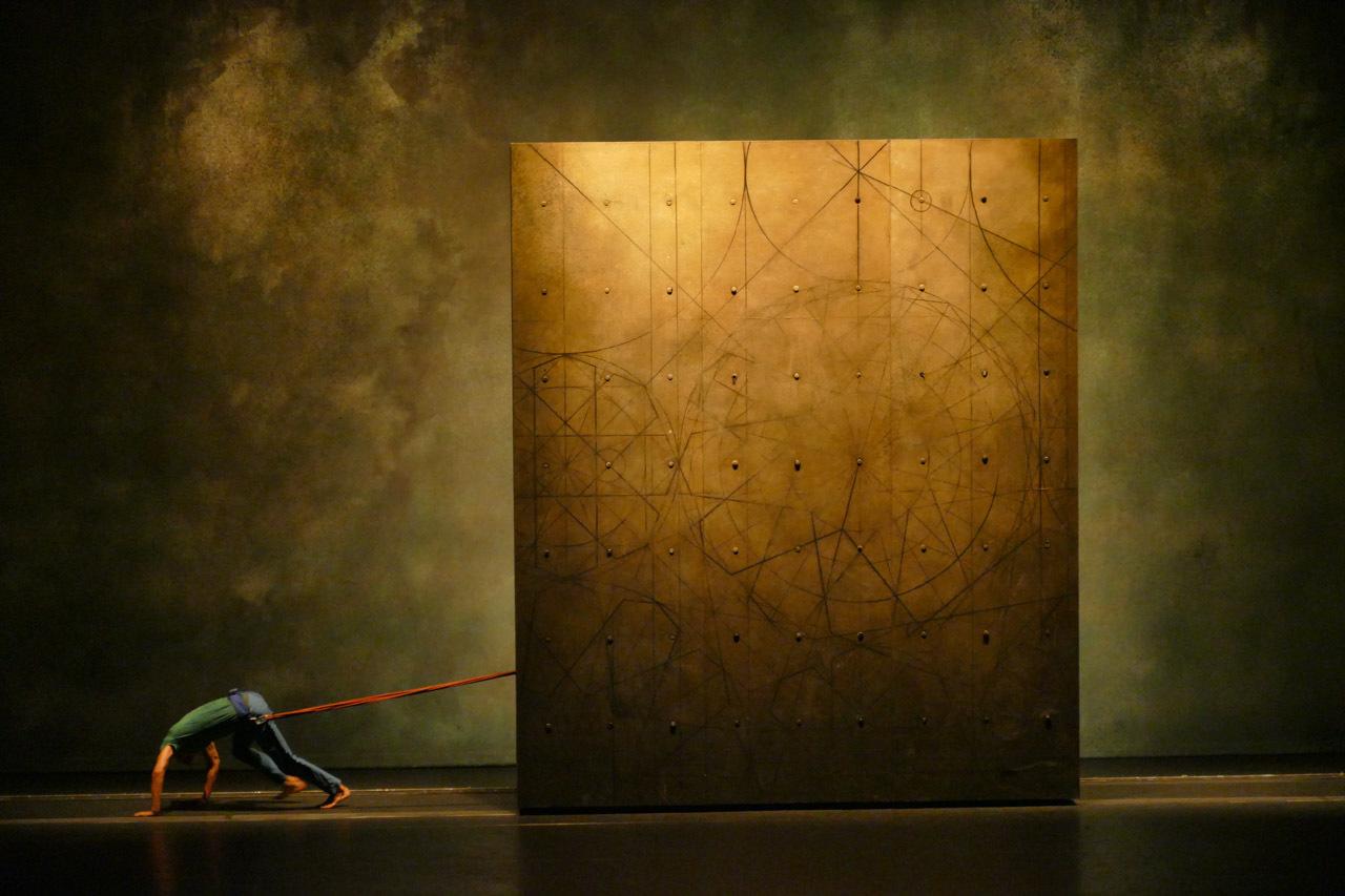 Vertikal, 18e Biennale de la danse, Maison de la Danse, Lyon - Chorégraphe : Mourad Merzouki - Création lumière : Yoann Tivoli - Compagnie Käfig CCN Créteil et Val-de-Marne © Yoann Tivoli