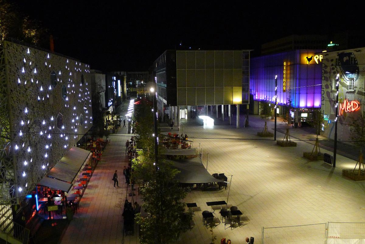 Esplanade du Flon, Lausanne, Suisse - Concepteur lumière : Les Éclairagistes Associes - LEA