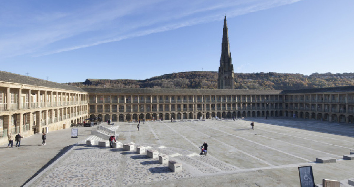 Piece hall, Halifax, Grande Bretagne - LDN Architects - Paysagiste : Gillespies - Concepteur lumière : BuroHappold Engineering