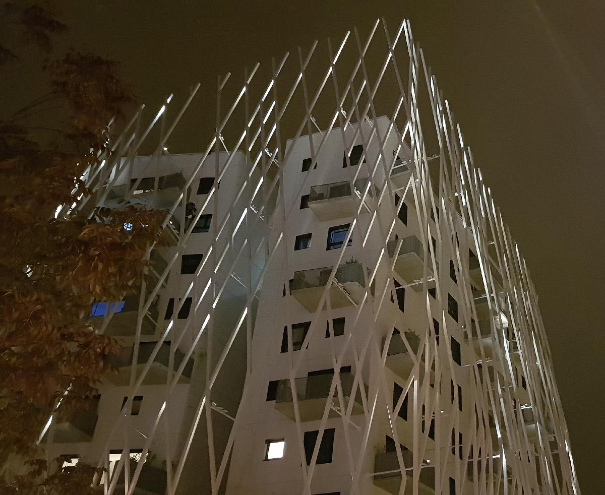La Pépite, illumination solaire dynamique, Mons-en-Barœul, France - Conceptrice lumière : Noctiluca