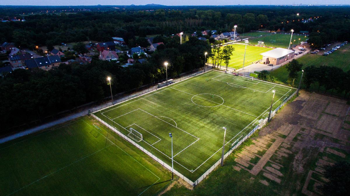 Terrain de football éclairé en LED