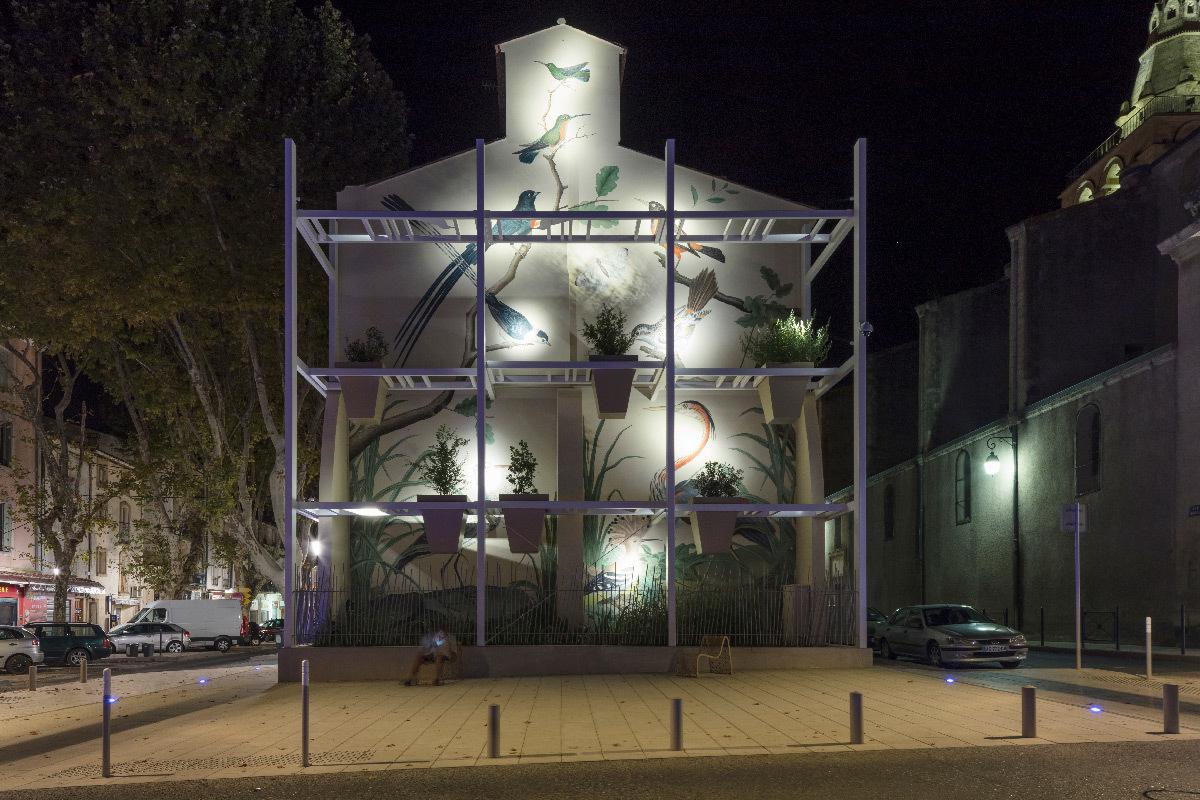 Place Louis Rey, Lunel, France - Architecte urbaniste : Lebunetel + Associes - Concepteur lumière : ECL Studio - Dampere - Graphiste Eric Pol Simon © Julien Thomazo
